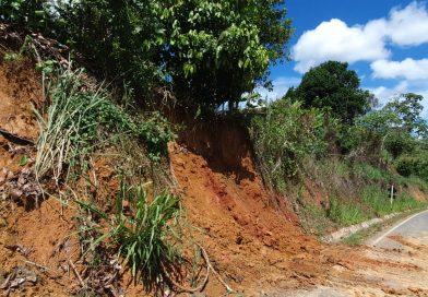 Prefeitura de Muniz Ferreira em parceria com SEINFRA realizam retirada de entulhos na BA 496